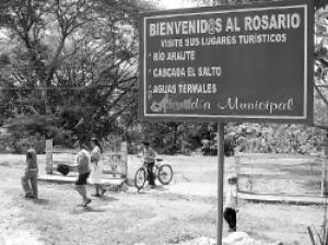 The primitive name of El Rosario was Araute, that in poton (the language of the Lencas) means Fallen Valley.  Later it was named Villa El Rosario in honor of it's patron the Virgin of the Rosary, whose fiest is celebrated the first Sunday of October every year.